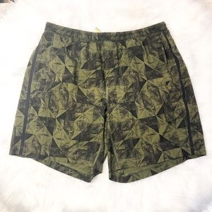 Lululemon Geometric Design Lined 9 in Shorts XXL